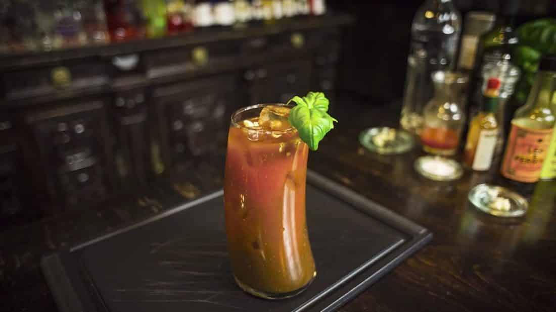 Jak zrobić Bloody Mary – drink z sokiem pomidorowym