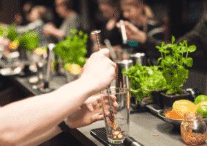 4 300x211 - Jak zrobić Christmas Cosmopolitan - przepis na świątecznego drinka