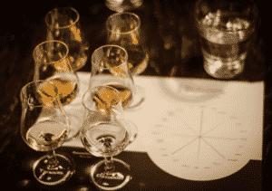Degustacje tematyczne i porównawcze. Odkrywamy tajemnice whisky, wódek, rumów i innych popularnych oraz unikalnych alkoholi.